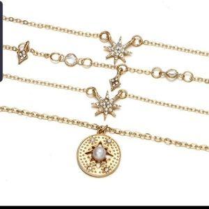 Jewelry - Gold tone stars pendant necklace